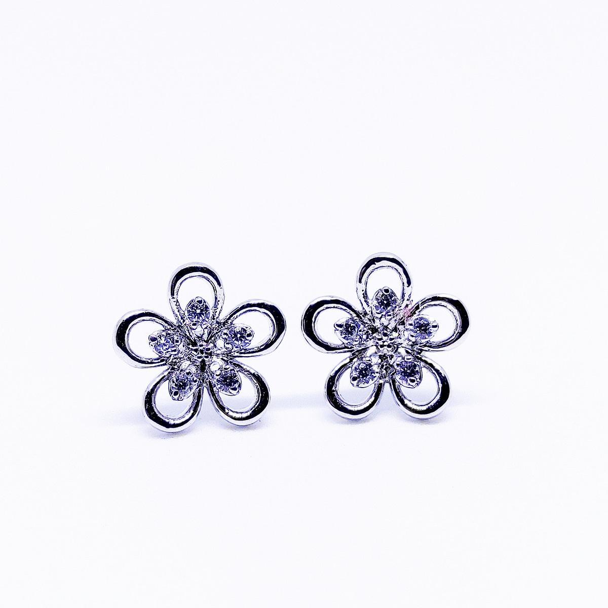 BLOSSOM - Flower Shaped Earrings - White