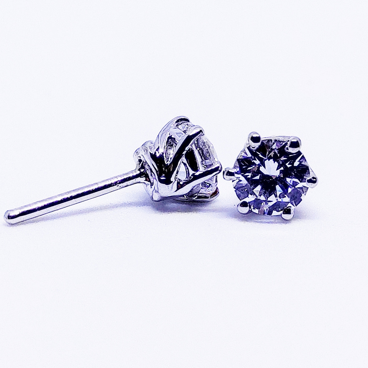 CLASSIC - Solitaire Earrings in Six Prongs