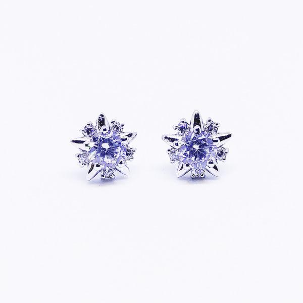 TWINKLE - Star Shaped Earrings - White
